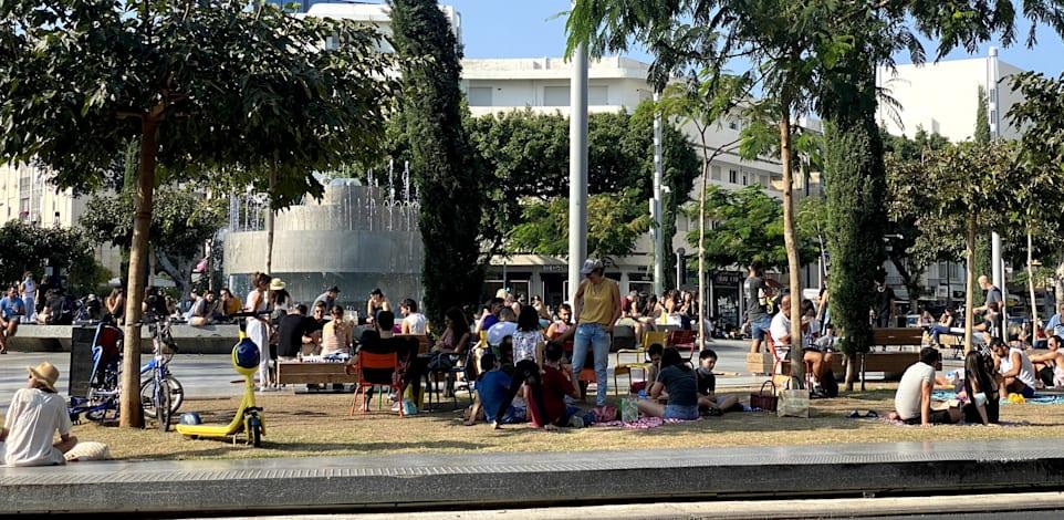 """בוקר של יום עבודה בכיכר דיזנגוף בת""""א. החל""""ת מאפשר לעובדים לחשב מסלול מחדש / צילום: בר לביא"""