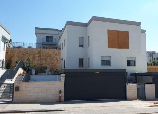 הבית של ליאת בן ארי הפרקליטה - ראש העין רחוב הרב גורן 18 / צילום: בר - אל