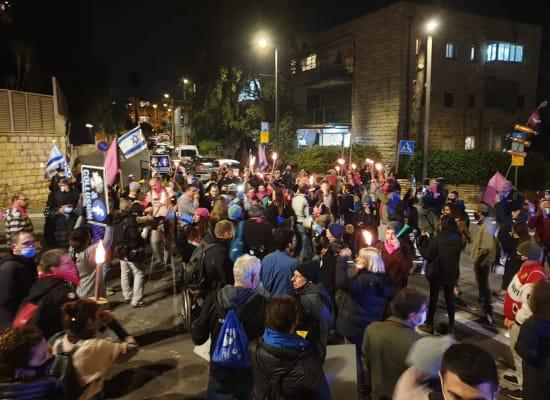 מפגינים חוסמים כניסות מסביב לבלפור / צילום: קריים מיניסטר