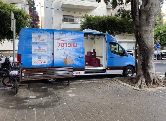 משאית משלוחים של שופרסל. נושא ההחזרות הופך אקוטי לצרכנים / צילום: בר לביא