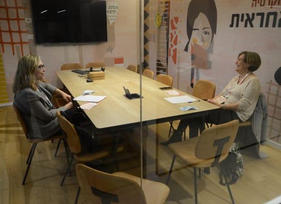 רחל מטר־סקופסקי, מנהלת המחלקה הפלילית בפרקליטות המדינה, ואיה מרקל זיסליס / צילום: איל יצהר