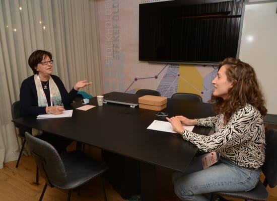 """ג'וליה זהר, מנכ""""לית ובעלים אל־ארז (משמאל), ועדי בר אילן / צילום: איל יצהר"""