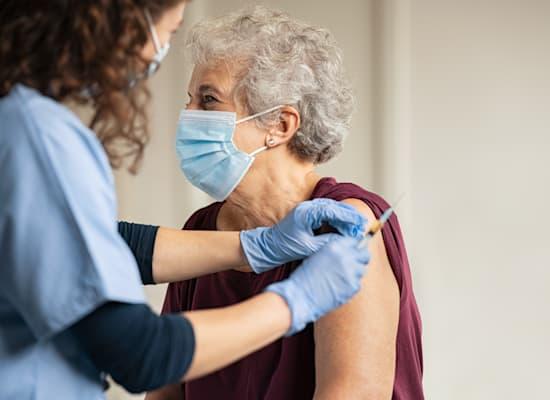 חיסון הקורונה שאולי יחזיר את הכלכלה לפסים של צמיחה / צילום: Shutterstock