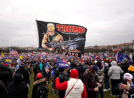 שילוט של תומכי טראמפ בעצרת בוושינגטון / צילום: Associated Press, Carolyn Kaster