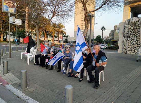 מפגינים בתל אביב / צילום: הדגלים השחורים