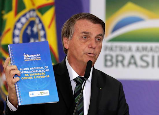נשיא ברזיל ז'איר בולסונרו מציג את תוכנית החיסון של המדינה, דצמבר / צילום: Associated Press, Eraldo Peres