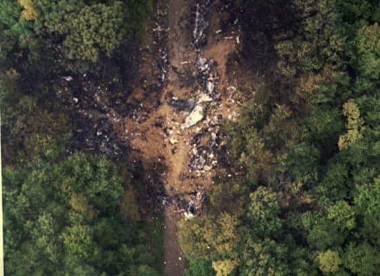 שרידי טיסה מספר 427 נראים במקום ההתרסקות / צילום: Associated Press, ho