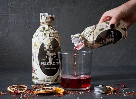 הבקבוקים המעוצבים של הבל בוי / צילום: אנטולי מיכאלו