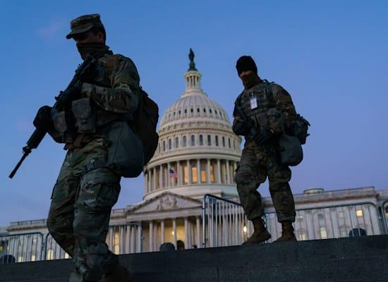 חיילי המשמר הלאומי נפרשים לקראת ההשבעה של ביידן / צילום: Associated Press, J. Scott Applewhite