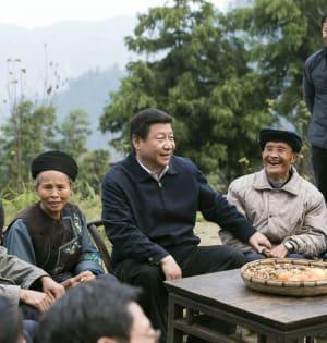 נשיא סין, שי ג'ינפינג, באזור שיבדונג במהלך סיור באזורים כפריים במדינה ב־2013 / צילום: Associated Press, Wang Ye