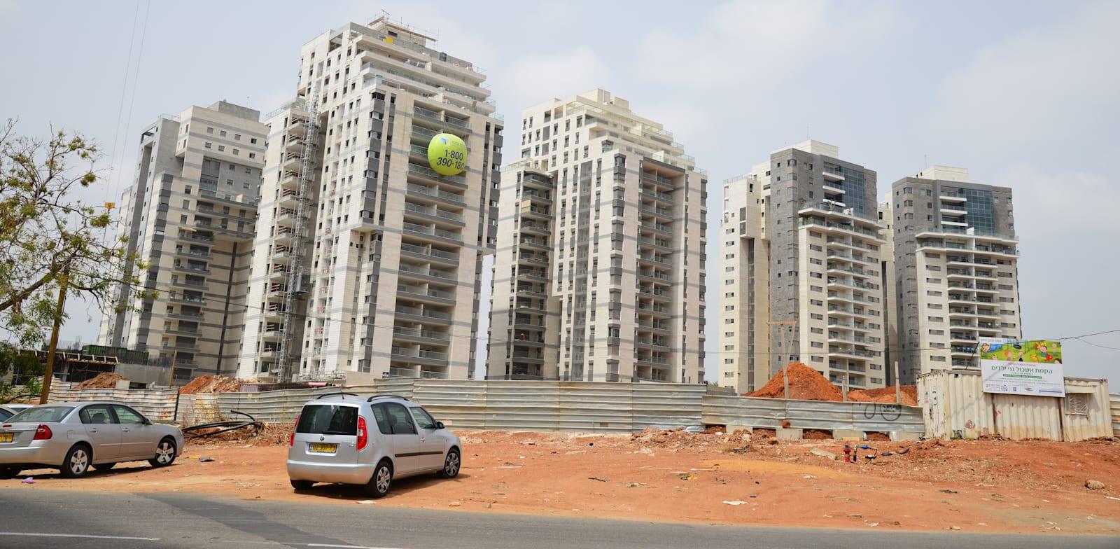 בנייה בניינים דירות הוד השרון / צילום: תמר מצפי