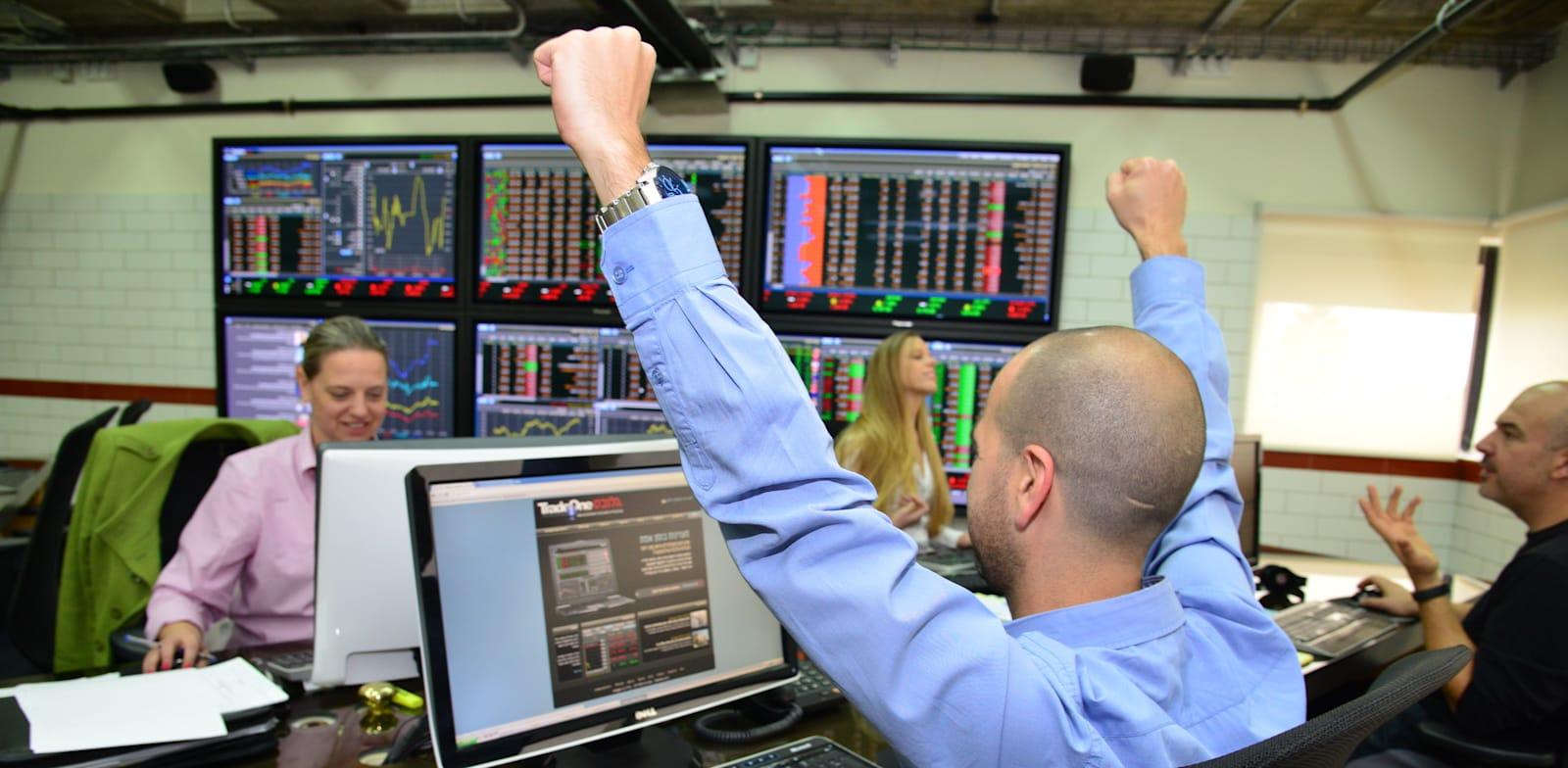 שוק ההון + בורסה + מסחר + עליות במסחר + ירידות במסחר + מדדים עולים + מדדים יורדים + מסכים ירוקים + מסכים אדומים / צילום: תמר מצפי