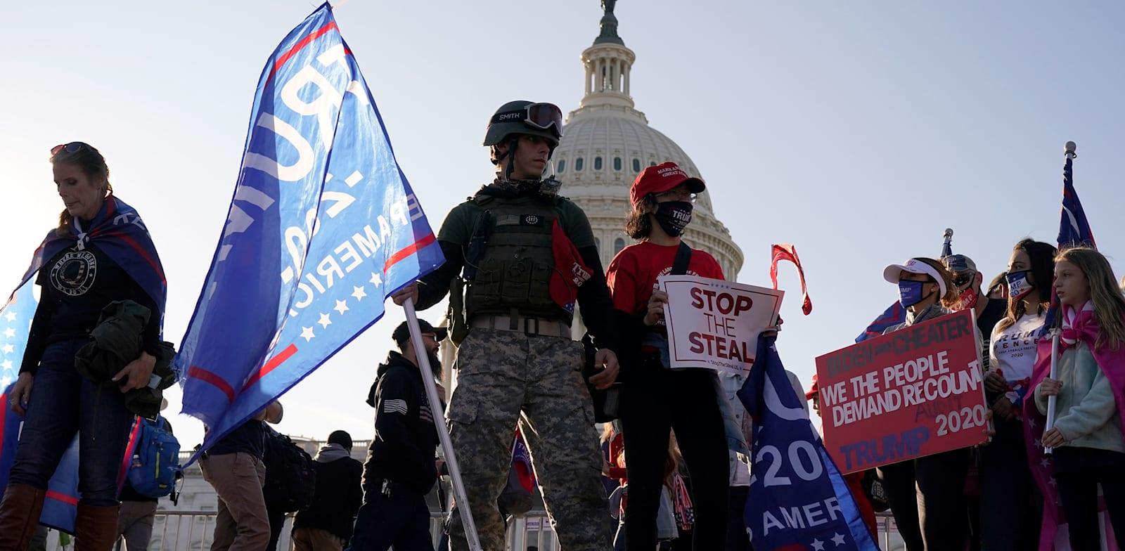 מפגינים בעד טראמפ מוחים על תוצאות הבחירות בוושינגטון / צילום: Associated Press, Jacquelyn Martin