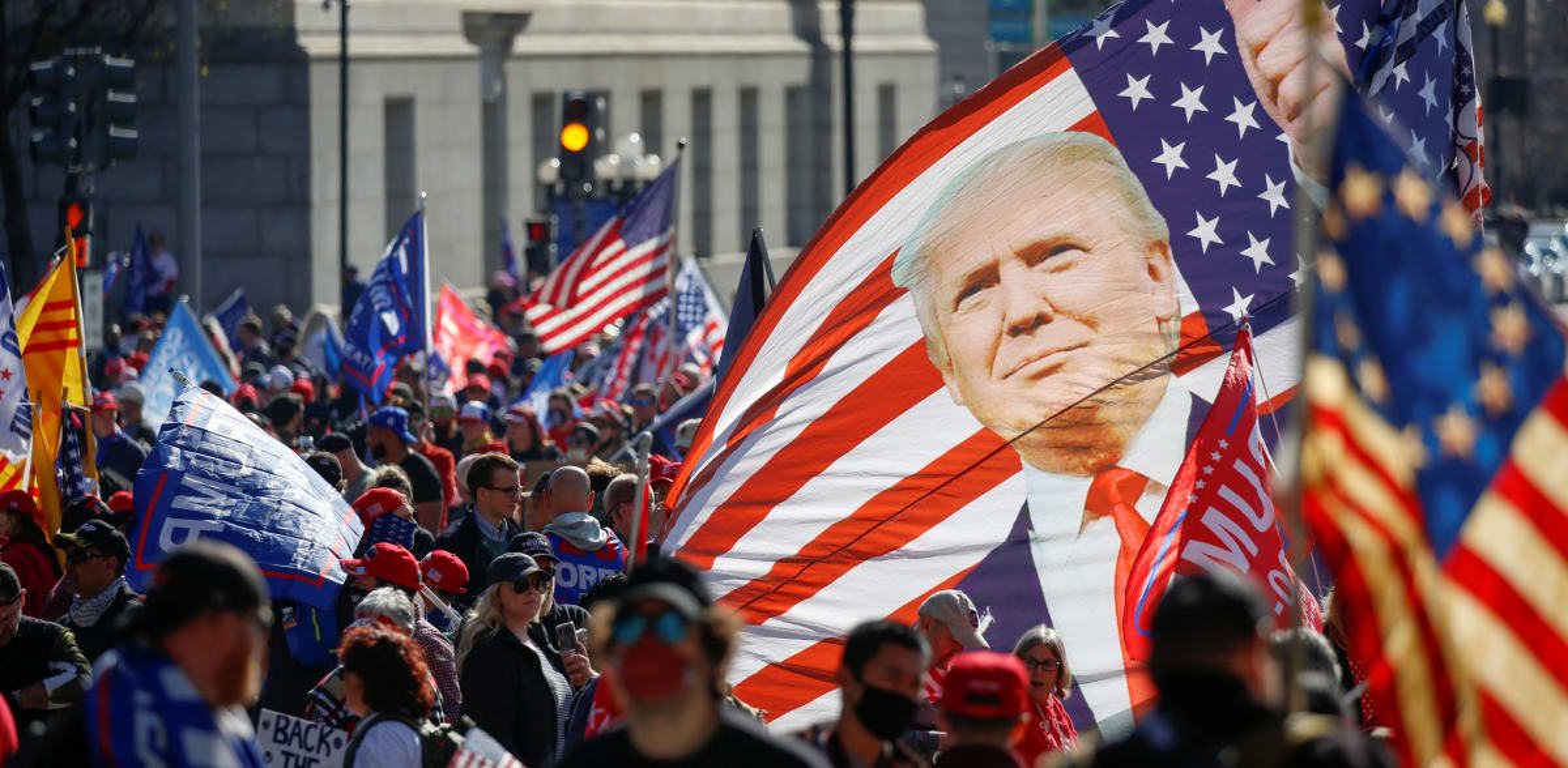 """הפגנות תמיכה בנשיא טראמפ ונגד """"גניבת הבחירות"""" וה""""זיופים"""" בספירת הקולות, בוושינגטון השבוע / צילום: Reuters, JIM URQUHART"""