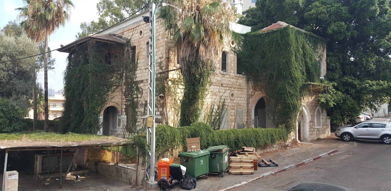 בניין נטוש בחיפה / צילום: ויטלי דובוב דותן