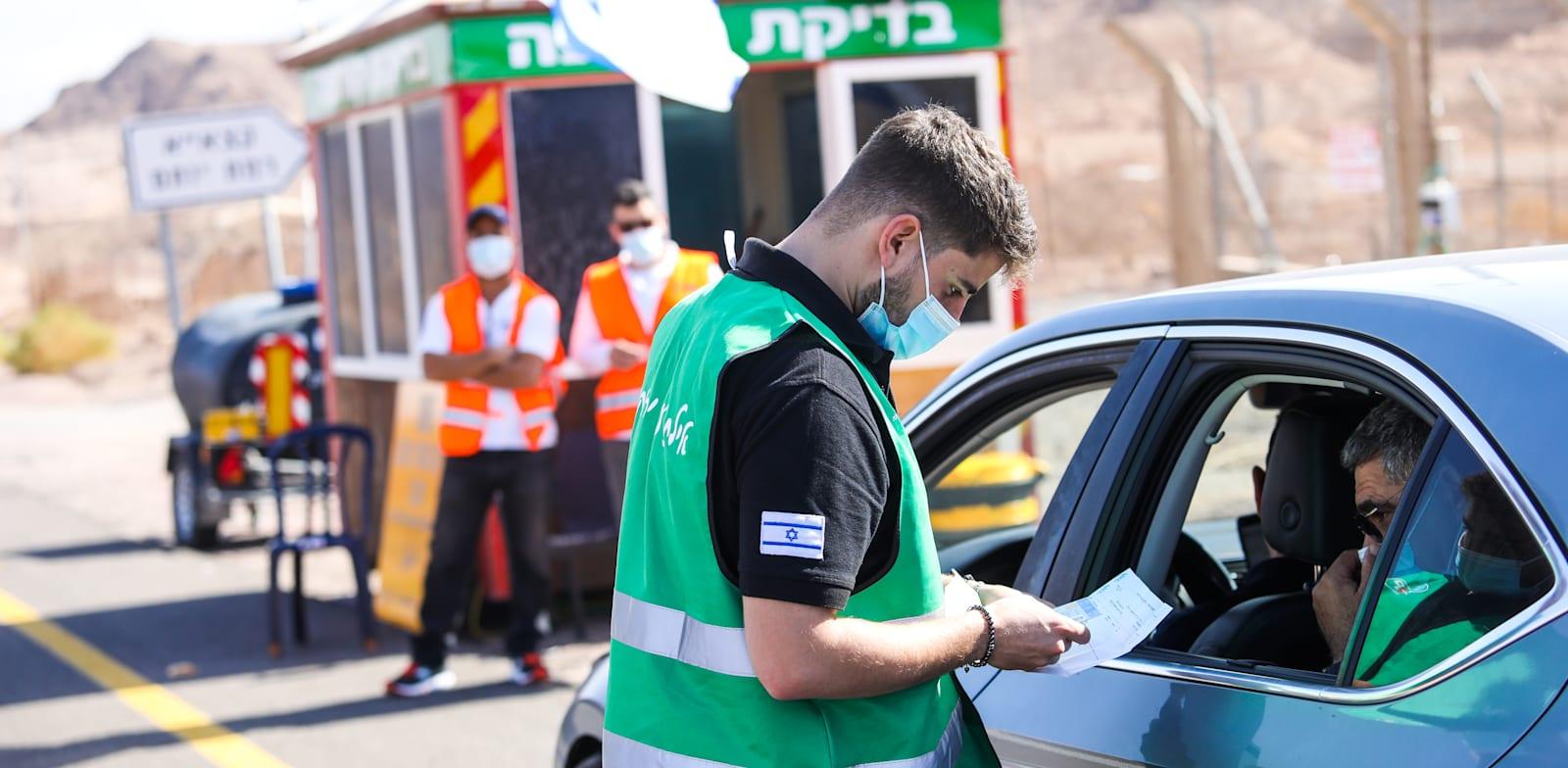 בדיקות קורונה בכניסה לאילת / צילום: שלומי יוסף