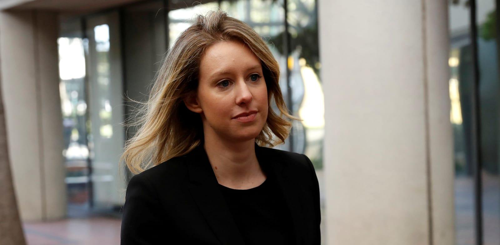 אליזבת הולמס / צילום: Reuters, STEPHEN LAM