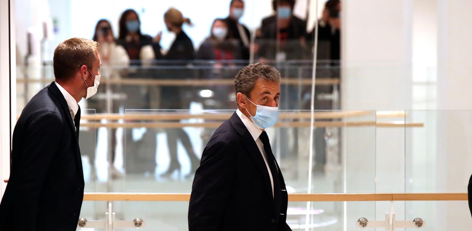 נשיא צרפת לשעבר ניקולא סרקוזי עוזב את בית המשפט / צילום: Associated Press, Michel Euler
