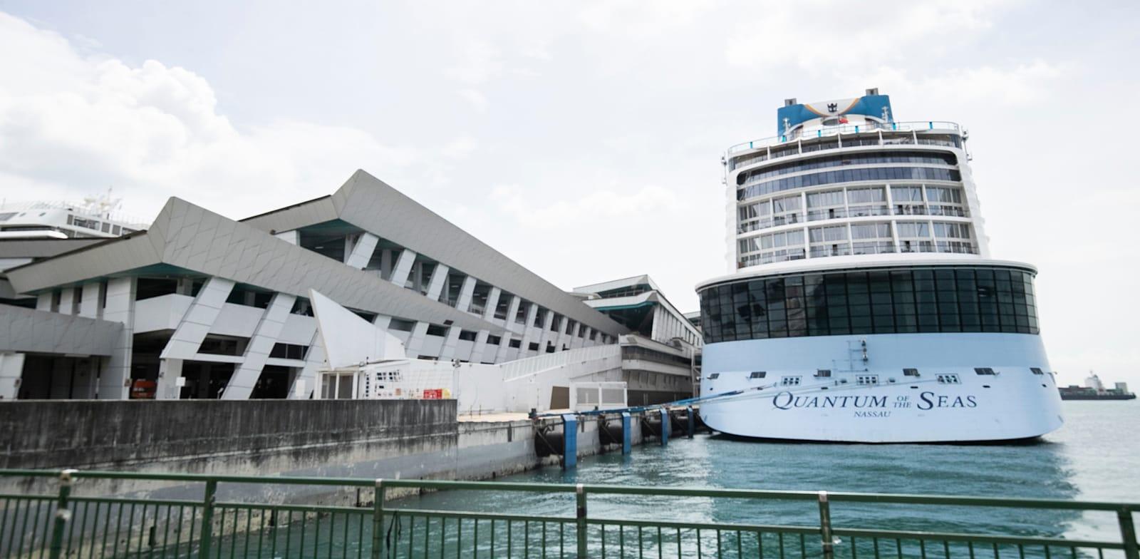 הספינה של רויאל קריביאן עגונה בסינגפור / צילום: Danial Hakim