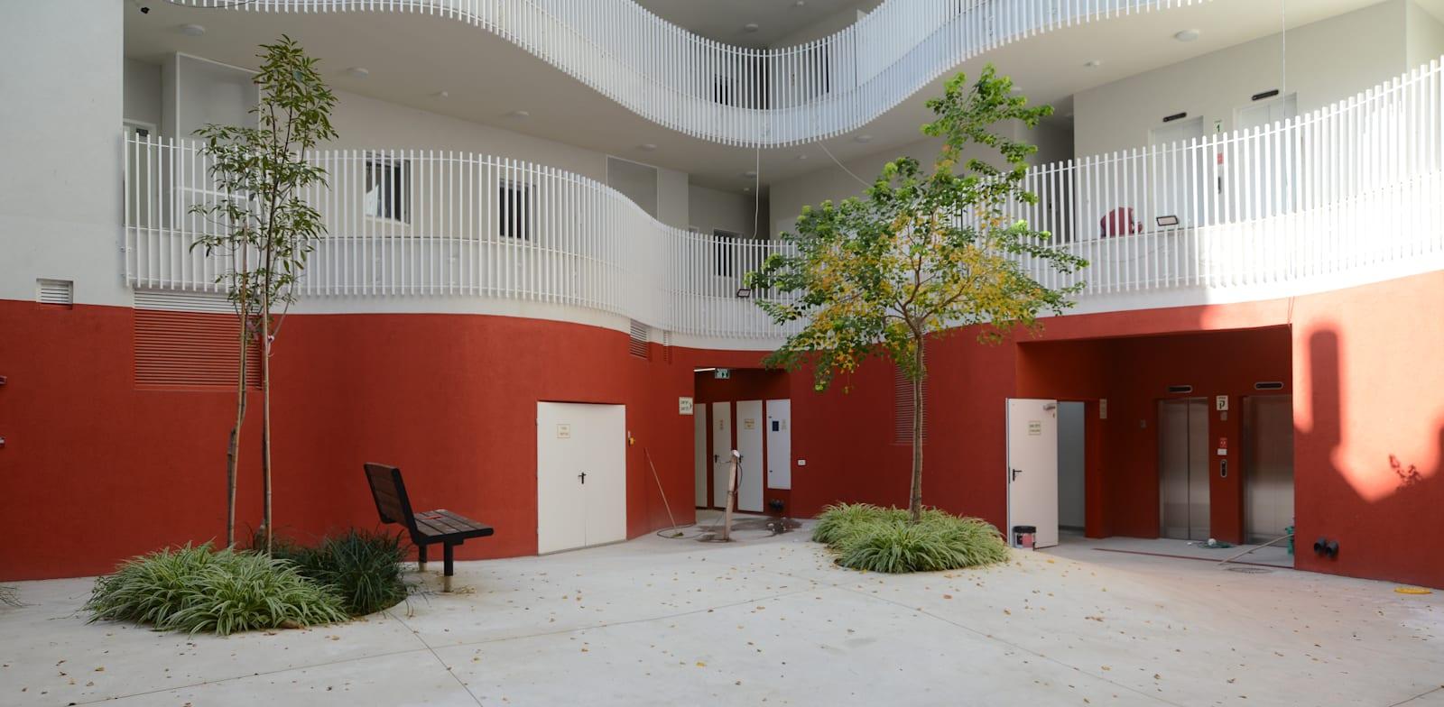 """הבניין רחוב פין 1 ת""""א / צילום: איל יצהר"""