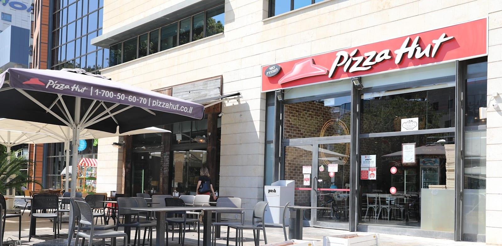 """סניף של פיצה האט. עברו לטייק אווי בלבד / צילום: יח""""צ"""