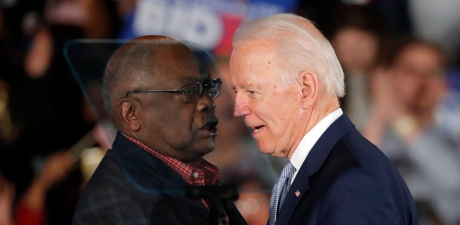 ג'יימס קלייבורן עם ג'ו ביידן / צילום: Associated Press, Gerald Herbert