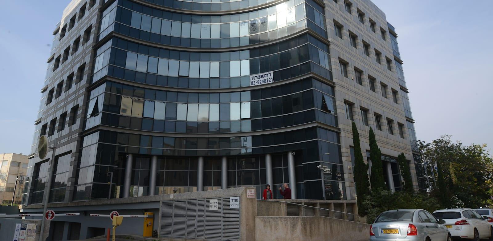 משרדי קרן הגשמה בפתח תקווה. היקף התביעות מגיע לעשרות מיליוני שקלים / צילום: איל יצהר