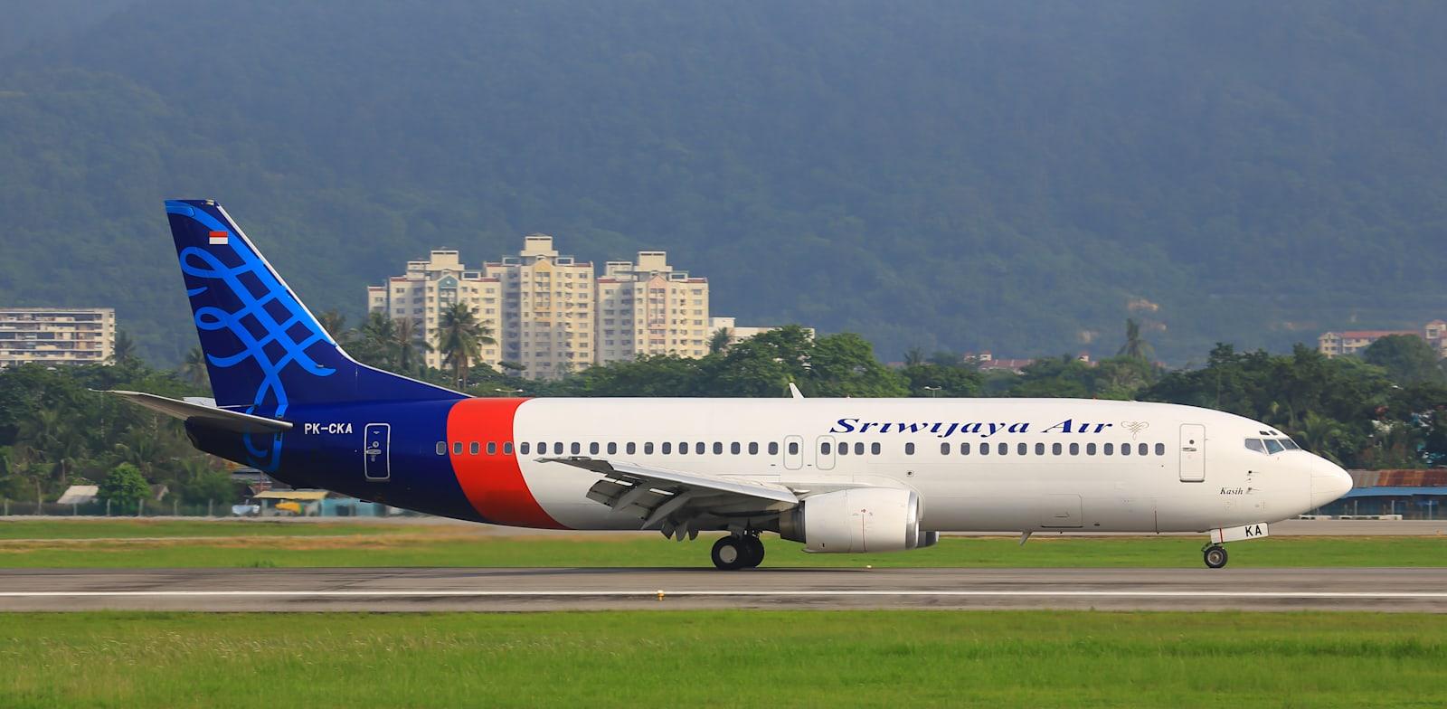 מטוס של חברת סריוויג'איה אייר / צילום: Shutterstock, Mike Fuchslocher