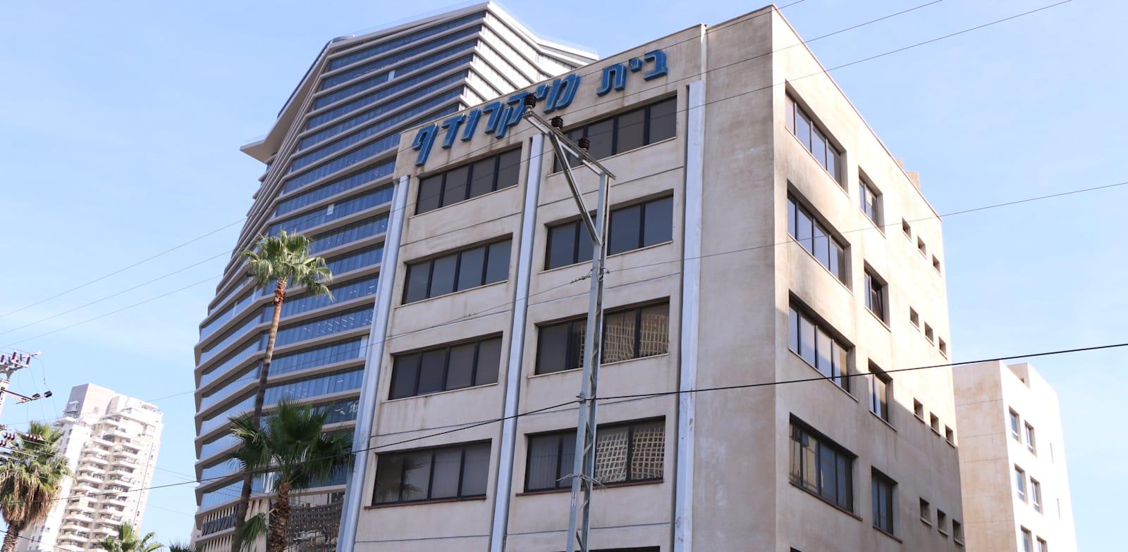 """בנין מיקרודף רחוב דרך השלום פינת יגאל אלון ת""""א / צילום: כדיה לוי"""