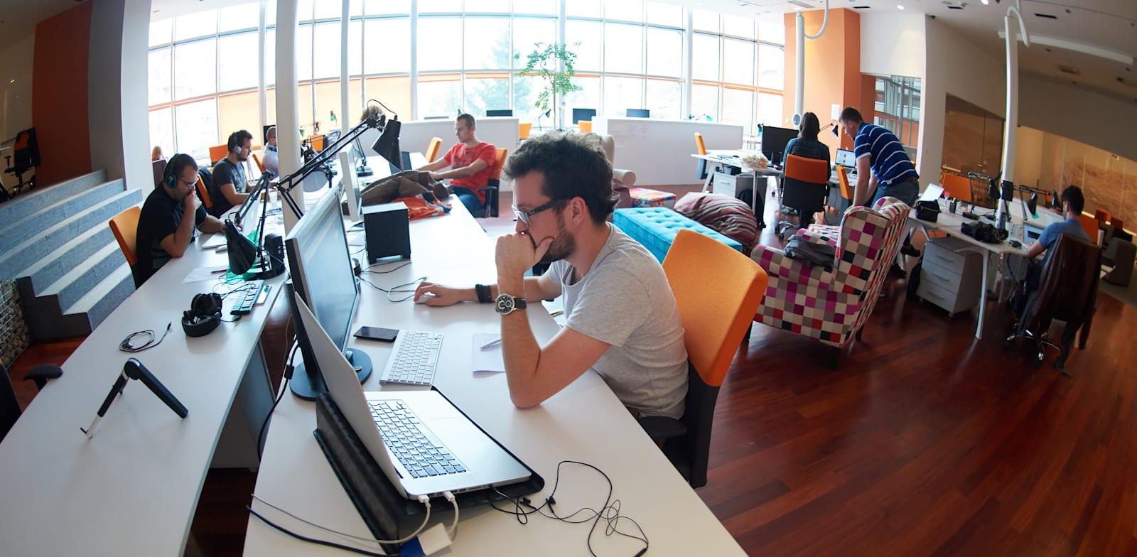 חברות סטארט-אפ יוצרות אקוסיסטם שלם של שירותים תומכים שנשענים עליהן / צילום: Shutterstock, dotshock