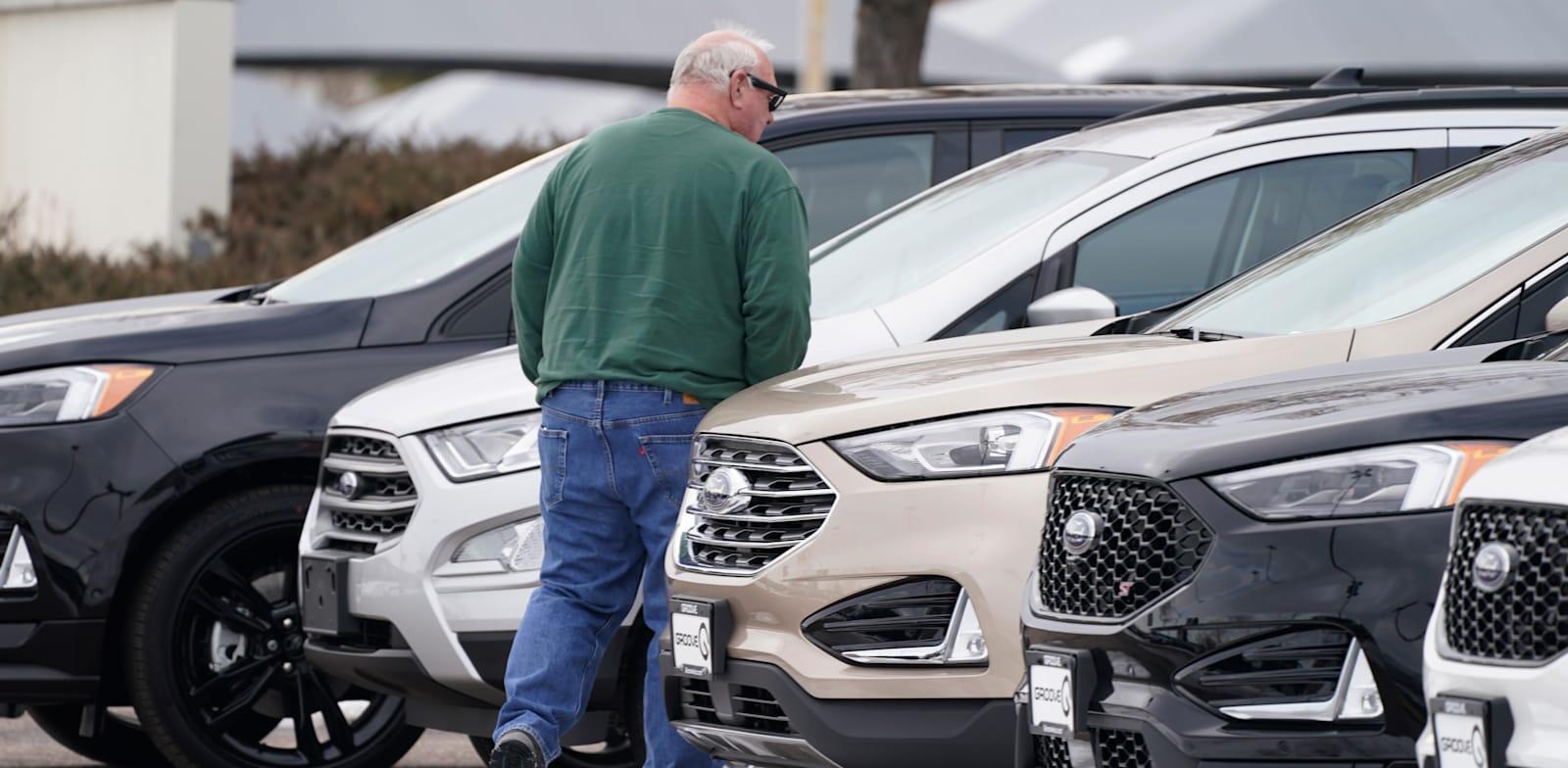 """מגרש למכירת מכוניות משומשות בקולורדו, ארה""""ב / צילום: Associated Press, David Zalubowski"""