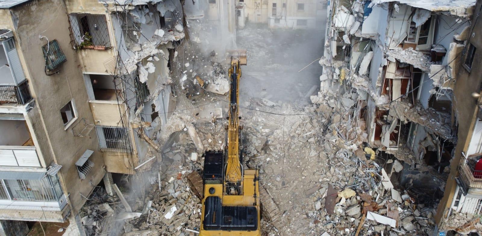 הריסת הבניין ברחוב בודנהיימר בתל אביב, השבוע / צילום: אילן וישקובסקי
