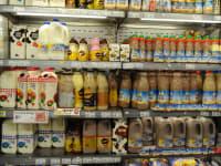 מקרר מוצרי חלב. אי פתיחת השוק לתחרות  הינו עוול חברתי משווע / צילום: תמר מצפי