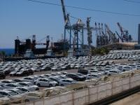 מכוניות חדשות ממתינות בנמל אילת / צילום: איל יצהר