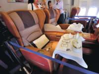 מחיר הארוחה לפי מקום הישיבה. מטוס של סינגפור איירליינס / צילום: shutterstock