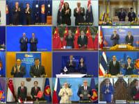 """מנהיגי המדינות ושרים שחתמו  על ההסכם ביום ראשון, התקבצו יחד לתמונה """"משותפת"""". המו""""מ וטקס החתימה נערך בווידאו / צילום: Associated Press"""