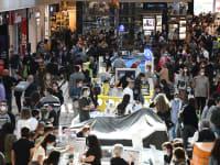 קונים בקניון איילון, שנפתח בסוף השבוע / צילום: ראובן קסטרו - וואלה! News