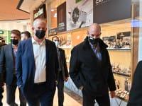 בני גנץ מבקר בקניון מלחה / צילום: אריאל חרמוני - משרד הביטחון