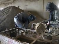 מפעל לייצור חשיש בבקעה, בלבנון. ההברחות הפכו לחלק מהתזרים של הארגון / צילום: Reuters, Mohamed Azakir