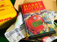 אחד מהעותקים מהמהדורה הראשונה של הארי פוטר ואבן החכמים / צילום: Reuters, רויטרס