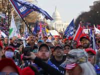 אלפים רבים של תומכי טראמפ הגיעו ביום שבת לוושינגטון להפגין נגד תוצאות הבחירות / צילום: Reuters, JONATHAN ERNST