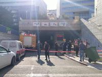 שוטרים סוגרים את הכניסה כניסה לחניון ביטוח לאומי בחיפה בשל דליפת דלק / צילום: גוואד חוראני המשרד להגנת הסביבה