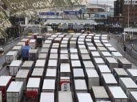 אלפי משאיות עמוסות בסחורות נתקעו במשך ימים בתורים ליד הגבול / צילום: Associated Press, Gareth Fuller