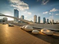 """משרדים בת""""א. מ־110 ל־85 שקל למ""""ר / צילום: Shutterstock"""