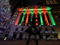 בורסת המניות של ניו יורק מוארת לפני חג המולד / צילום: Reuters, Sipa USA