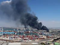 שריפה במפרץ חיפה. האם לפנות את המתחם או לתת לתעשייה הפטרוכימית לגווע / צילום: דוברות המשרד להגנת הסביבה