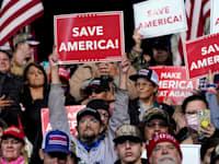 מצביעי טראמפ בהפגנות תמיכה / צילום: Associated Press, Evan Vucci