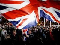 אנשים חוגגים בלונדון את כניסת הברקזיט לתוקף, ב-31 בינואר 2020 / צילום: Reuters, Henry Nicholls