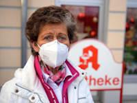 אישה חובשת מסכת FFP2 בגרמניה / צילום: Reuters
