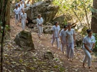 ויפאסנה במנזר בתאילנד. אפקט הסינכרון מעמיק את המדיטציה / צילום: Shutterstock